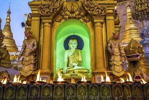 shwedagon pagoda yangon foto