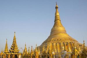 shwedagon pagod i yangon foto