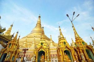shwedagon paya i yangon foto