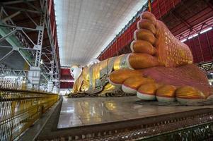 myanmars liggande buddha foto