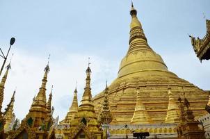shwedagonpagod eller stor dagonpagod som ligger i yangon, burma.