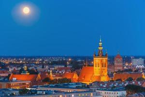 kyrkan av helgonet Catherine på natten, Gdansk, Polen