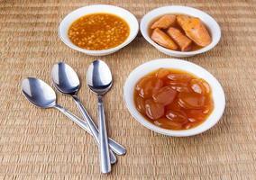 traditionell ramadanmat och metallsked