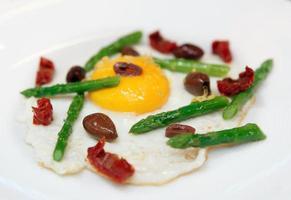 lätt och välsmakande stekt ägg foto