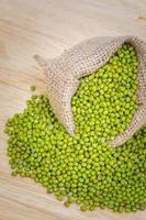 gröna nötter bönor foto