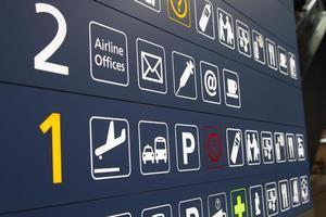flygplats terminal skyltar foto