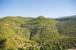landskap med låga berg foto