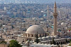 kupolbyggnader och spiror i aleppo, Syrien foto
