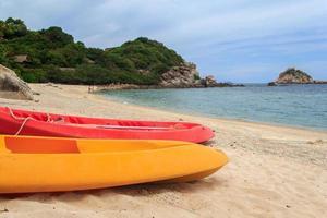 kajaker på tropisk strand