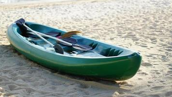 kajak på stranden foto