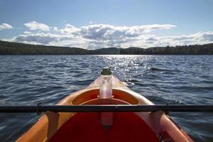 kajak gick ut i sjön foto