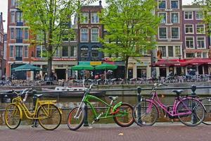 cyklar i Amsterdam foto