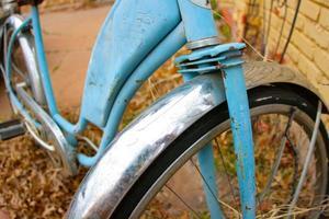 gammal blå cykel foto