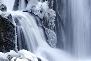 wasserfall im vinter foto