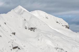 de italienska alperna på vintern foto