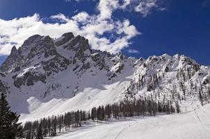 dolomiter alperna berg på vintern foto