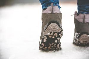 flicka på vintern foto