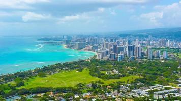 tropisk stad på stranden foto