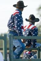 amerikanska cowboys på rodeo foto