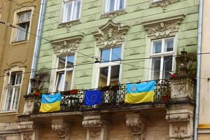 flaggor från Ukraina och Europeiska unionen foto
