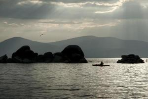 kajakpaddling vid sjön