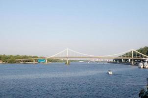 stadsutsikt över floden dnipro i kyiv, Ukraina