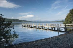 brygga på sjön Windermere foto