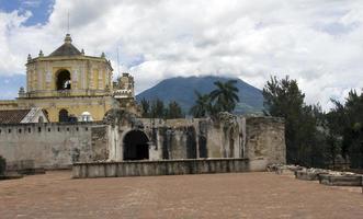 la merced kyrka och agua vulkan foto