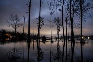 sjön i skymningen foto