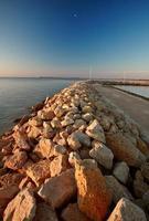 vågbrytare längs sjön Winnipeg foto