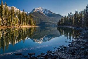 morgon sjö reflektion foto
