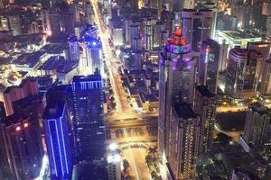 horisont, stadsbild av den moderna staden Shenzhen på natten foto
