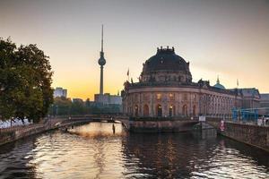 berlin stadsbild tidigt på morgonen foto