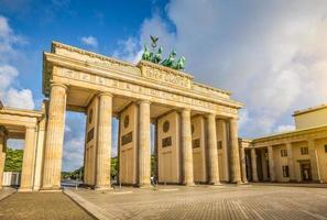 Brandenburg gate vid soluppgången, Berlin, Tyskland foto