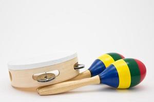 färgglada maracor och tamburin foto