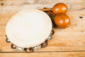 tamburin och maracas foto