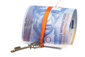 schweizisk franc not och nyckeln till framgång med röd rosett foto