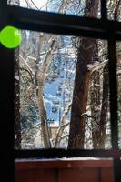 skidlift från fönstret i lodge foto