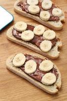 läcker smörgås på bordet foto
