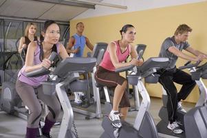 människor i gymmet. foto