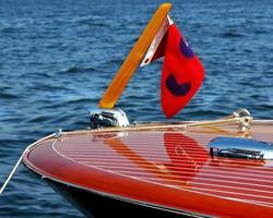 klassisk trähastighetsbåt foto