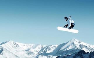 åka snowboard foto