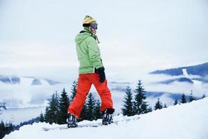 porträtt av en kvinnlig snowboardåkare foto