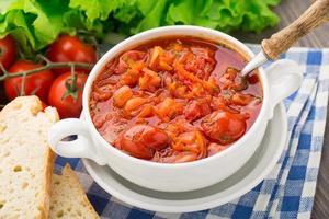 grönsakssoppa i en skål foto