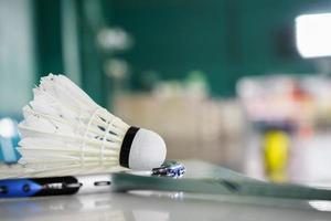 shuttlecock för badmintonsportspel på racket