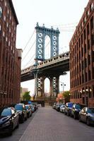 manhattan bridge new york ny nyc från brooklyn foto