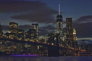 starkt ljus, stadskvällar foto