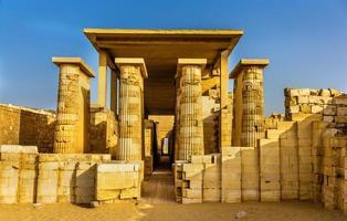 hypostylehall vid pyramiden i Zoser - Saqqara, Egypten foto