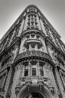 new york-byggnad - fasad och arkitektoniska detaljer - svartvitt foto