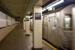 Cooper Union och Astor Place tunnelbanestation, nyc